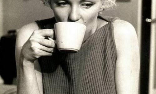 Почему Мерилин Монро умерла молодой, так рано ушла из жизни?
